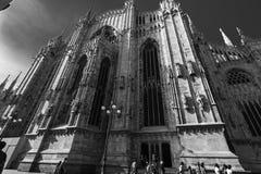 Schwarzweiss-Ansicht der Seite von Milan Cathedral Duomo, Italien lizenzfreies stockfoto