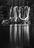 Schwarzweiss-Ansicht in die Plitvice Seen Lizenzfreies Stockfoto