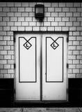 Schwarzweiss-Außentüren Stockfotografie