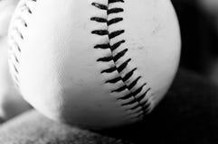 Schwarzweiss-Baseball Stockfoto