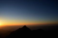 Schwarzweiss-Berge im Sonnenuntergang Stockbilder