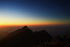 Schwarzweiss-Berge im Sonnenuntergang Lizenzfreies Stockbild