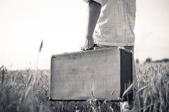 Schwarzweiss-Bild der Holding des Mannes Hand Lizenzfreies Stockbild