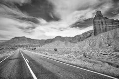 Schwarzweiss-Bild einer szenischen Straße, USA Lizenzfreie Stockbilder