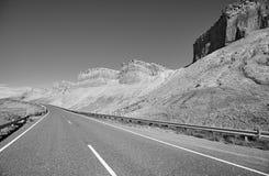 Schwarzweiss-Bild einer szenischen Straße, USA Lizenzfreies Stockfoto
