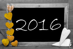 Schwarzweiss--Blackbord, gelbe Herzen, 2016 Stockfoto