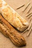 Schwarzweiss-Brot und Ohren auf dem Rausschmiß Stockfoto
