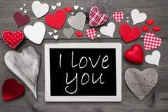Schwarzweiss--Chalkbord, rote Herzen, ich liebe dich Stockfotografie