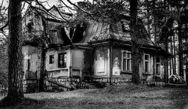 Schwarzweiss-Dramahaus Stockfotografie