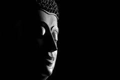 Schwarzweiss-Draufsichtnahaufnahmebild von Buddha-Statue Buddh Lizenzfreies Stockfoto