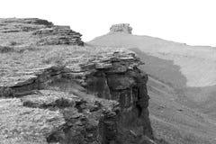 Schwarzweiss-Felsformationen, die Khakassia-Republik stockbilder