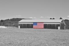 Pferdestall mit amerikanischer Flagge Lizenzfreie Stockfotografie