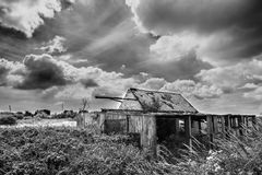 Schwarzweiss-Fotografie des alten Bauernhofes Lizenzfreie Stockfotografie