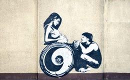 Schwarzweiss-Graffiti auf der Wand Stockfotos