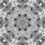 Schwarzweiss-Grayscale-Mandala mit handgemachter Beschaffenheit der Kunst Lizenzfreie Stockfotografie