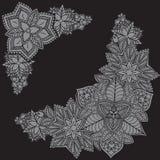 Schwarzweiss-Hand gezeichneter quadratischer Rahmen gemacht mit Blumen Blumenauslegung? Hintergrund, Hintergrund, Auslegung der A Stockbild