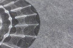 Schwarzweiss-Hintergrund von einem weichen Textilmaterial bedeckendes Gewebe mit natürlicher Beschaffenheit Lizenzfreie Stockfotografie
