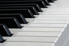 Schwarzweiss-Klaviertasten Stockfotografie