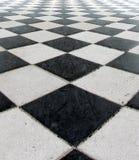 Schwarzweiss-Kontrolleur-Fußboden-Fliese-Muster Lizenzfreies Stockbild