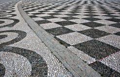 Schwarzweiss-Kontrolleur-Fußboden-Fliese-Muster stockfotografie
