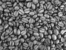 Schwarzweiss-Muster von Kaffeebohnen Lizenzfreie Stockfotos