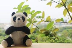 Schwarzweiss-Pandapuppe lizenzfreie stockbilder