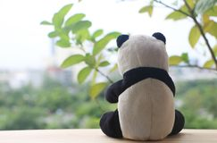 Schwarzweiss-Pandapuppe stockfoto