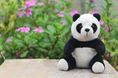 Schwarzweiss-Pandapuppe stockfotografie
