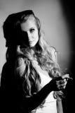 Schwarzweiss-Porträt der Frau Stockfotografie