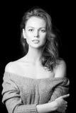 Schwarzweiss-Porträt des schönen sexy Mädchens Lizenzfreie Stockbilder