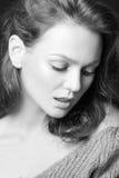 Schwarzweiss-Porträt des schönen sexy Mädchens Lizenzfreie Stockfotografie