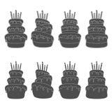 Schwarzweiss-Satz Illustrationen mit einem Geburtstagskuchen Lokalisierte Vektorgegenstände Stockfotos
