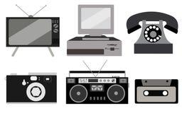 Schwarzweiss-Satz Retro- Elektronik, Technologie Alt, Weinlese, Retro-, Hippie, antikes Kineskop Fernsehen, Computer mit Diskette lizenzfreie abbildung