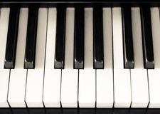 Schwarzweiss-Schlüssel des alten Klaviers Stockfotografie