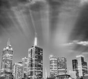 Schwarzweiss-Sonnenuntergangansicht von Melbourne-Skylinen Lizenzfreie Stockfotografie