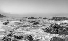 Schwarzweiss-Stimmung über dem Ozean Lizenzfreie Stockfotografie