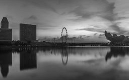 Schwarzweiss-Ton bei Marina Bay Singapore stockbild