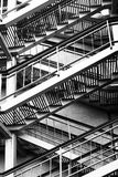 Schwarzweiss-Treppe Stockfotos