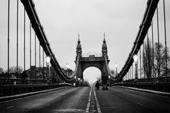 Schwarzweiss von der Hammersmith Brücke lizenzfreie stockfotografie