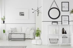 Schwarzweiss-Wohnzimmer stockbilder