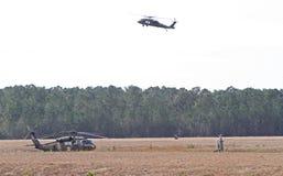 Schwebender Blackhawk-Hubschrauber Stockfotografie