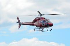 Schwebender Hubschrauber Stockbilder