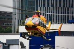 Schwebender Hubschrauber Securite Civile Lizenzfreies Stockfoto