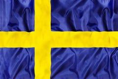 Schweden-Staatsflagge mit wellenartig bewegendem Gewebe stockfotografie