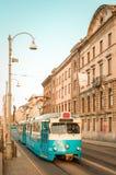 Schwedische blaue Tram - nordeuropäische Straße in Göteborg lizenzfreie stockfotos