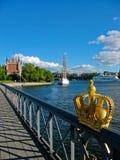Schwedische Krone und Stockholm-Hafen Stockbilder