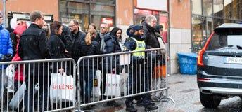 Schwedische Polizei schließt Tor zu StockholmKonzertsaal, Hotorget Lizenzfreie Stockbilder