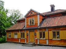 Schwedische rote und gelbe Kabine Lizenzfreie Stockfotos