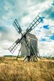 Schwedische traditionelle Windmühle Lizenzfreie Stockfotografie
