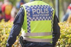 Schwedischer Polizeitask force Kommandant mit reflektierender Weste lizenzfreie stockbilder